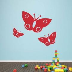Wandtattoo Drei Schmetterlinge kindlich gehalten